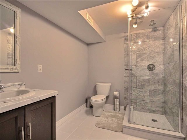 Detached at 6 Bayshore Cres, St. Catharines, Ontario. Image 13