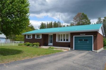 Detached at 98 Sandhill Dr, Madawaska Valley, Ontario. Image 1