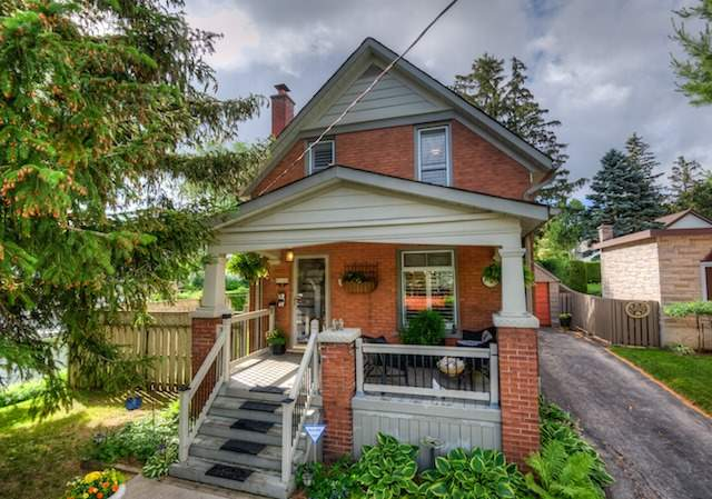 Detached at 21 Woodland Ave, Kitchener, Ontario. Image 1