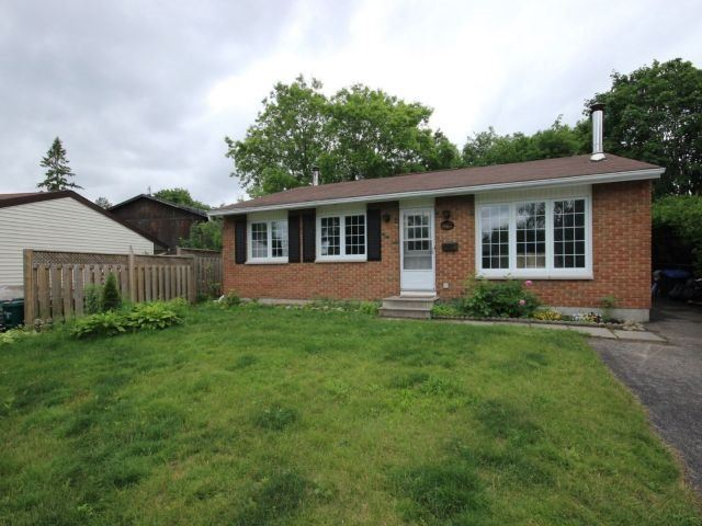 Detached at 3051 Huntingdon Crt, Ottawa, Ontario. Image 1