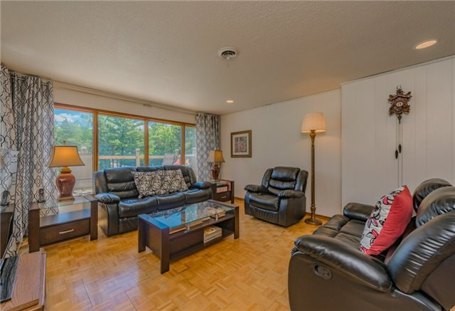 Detached at 127 Grand Hill Dr, Kitchener, Ontario. Image 7