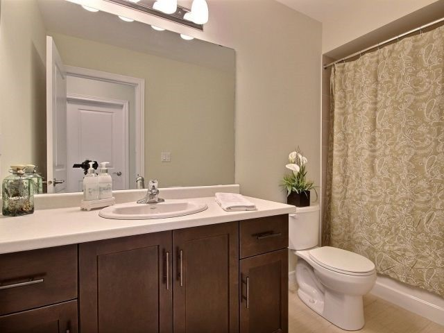 Townhouse at 8 Lakelawn Rd, Unit 29, Grimsby, Ontario. Image 8
