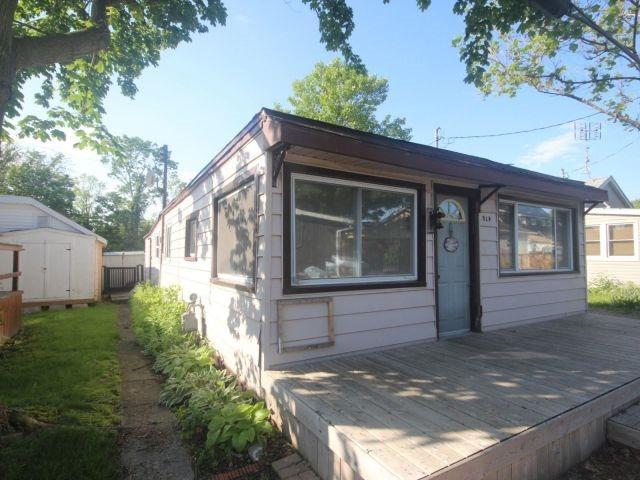 Detached at 814 Cedar Island Dr, Kingsville, Ontario. Image 1