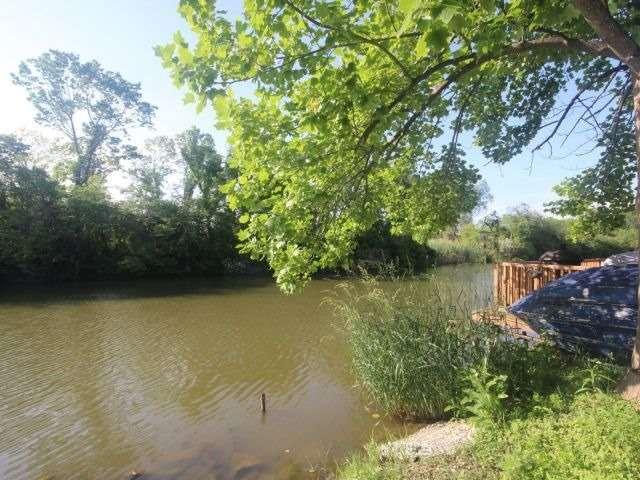 Detached at 814 Cedar Island Dr, Kingsville, Ontario. Image 2