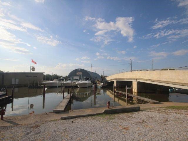 Detached at 814 Cedar Island Dr, Kingsville, Ontario. Image 4