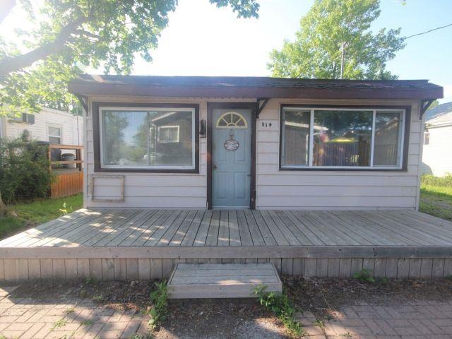 Detached at 814 Cedar Island Dr, Kingsville, Ontario. Image 6