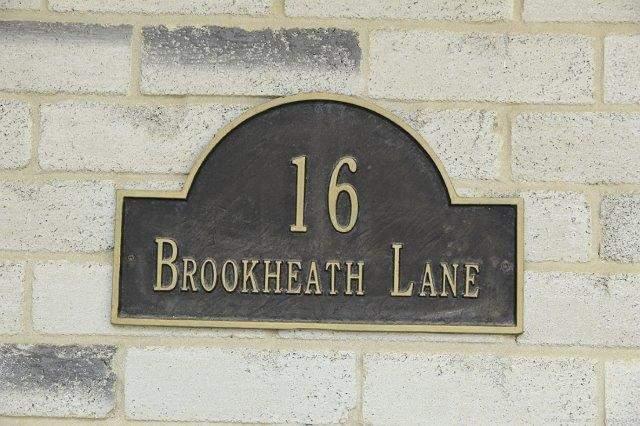 Detached at 16 Brookheath Lane, Hamilton, Ontario. Image 12