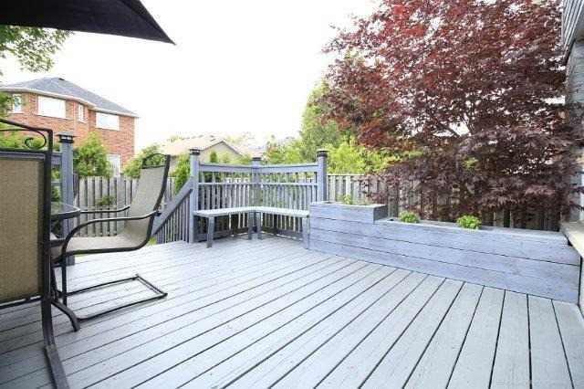Detached at 16 Brookheath Lane, Hamilton, Ontario. Image 9