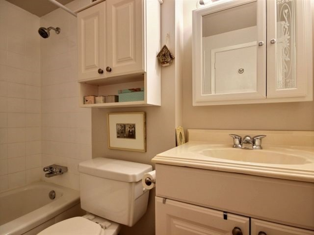 Condo Apartment at 6470 Bilberry Dr, Unit 212, Ottawa, Ontario. Image 17