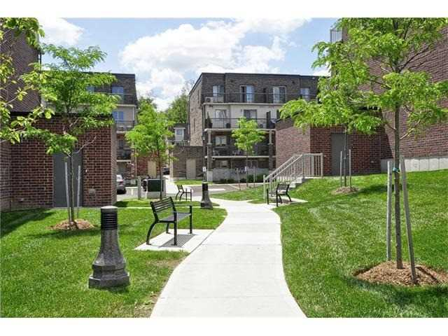 Condo Townhouse at 28 Sienna St, Unit G, Kitchener, Ontario. Image 13
