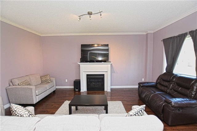 Detached at 250 Irwin St, Shelburne, Ontario. Image 12