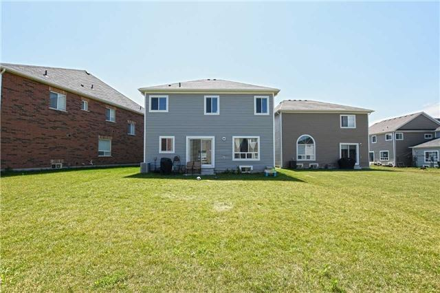 Detached at 250 Irwin St, Shelburne, Ontario. Image 8