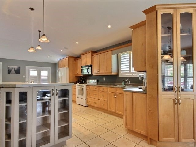 Detached at 125 Olivetree Rd, Brant, Ontario. Image 11