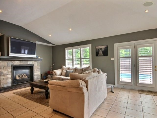 Detached at 125 Olivetree Rd, Brant, Ontario. Image 14