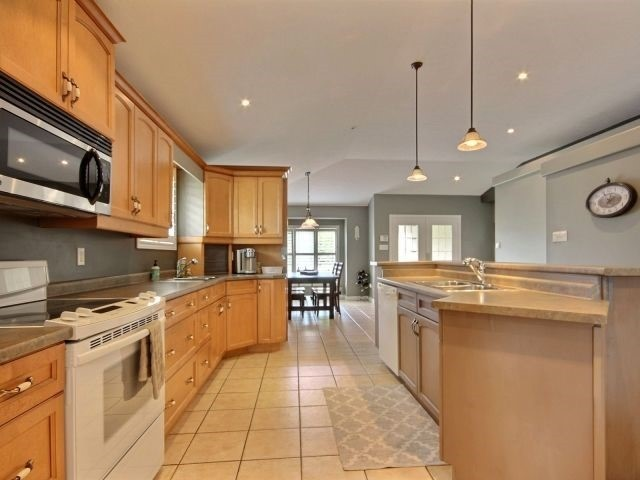 Detached at 125 Olivetree Rd, Brant, Ontario. Image 7