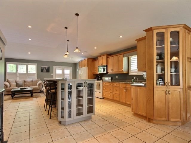 Detached at 125 Olivetree Rd, Brant, Ontario. Image 8