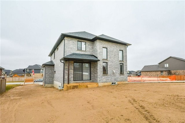 Detached at 78 Fieldstone Cres S, London, Ontario. Image 11