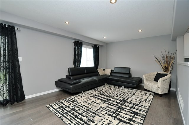 Detached at 1296 Countrystone Dr, Kitchener, Ontario. Image 12