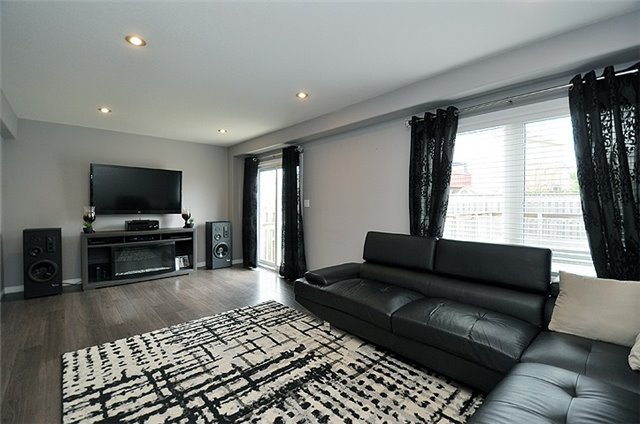 Detached at 1296 Countrystone Dr, Kitchener, Ontario. Image 13