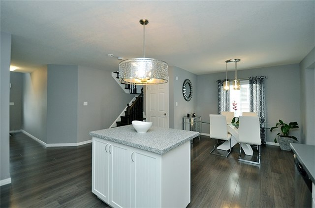 Detached at 1296 Countrystone Dr, Kitchener, Ontario. Image 2