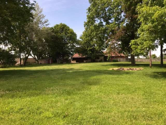 Detached at 10057 Longwoods Rd, London, Ontario. Image 16