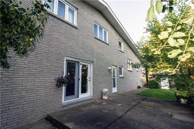 Detached at 533 Main St W, Grimsby, Ontario. Image 11