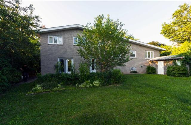 Detached at 533 Main St W, Grimsby, Ontario. Image 13