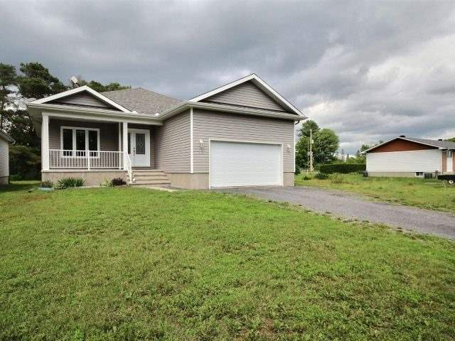 Detached at 12 Herbert St, Russell, Ontario. Image 8