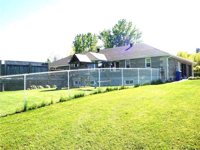 Detached at 447 Union St, Meaford, Ontario. Image 12
