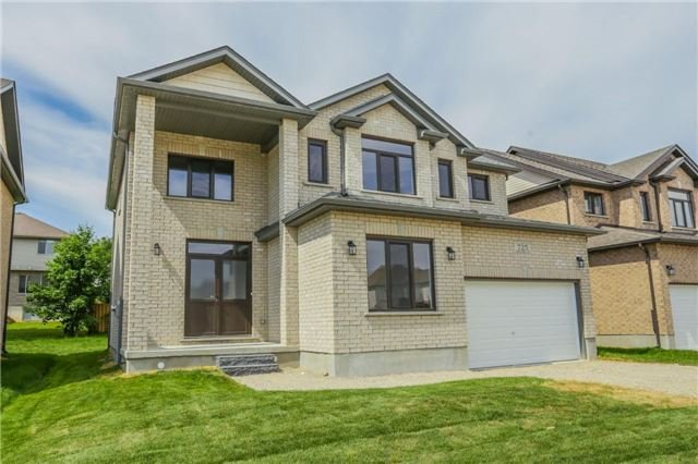 Detached at 725 Spitfire St, Woodstock, Ontario. Image 12