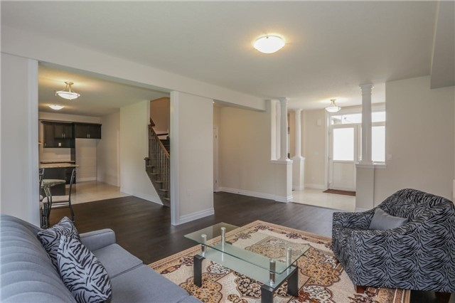 Detached at 725 Spitfire St, Woodstock, Ontario. Image 17