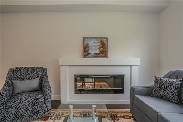 Detached at 725 Spitfire St, Woodstock, Ontario. Image 19