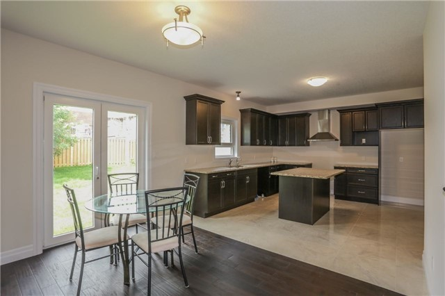 Detached at 725 Spitfire St, Woodstock, Ontario. Image 2