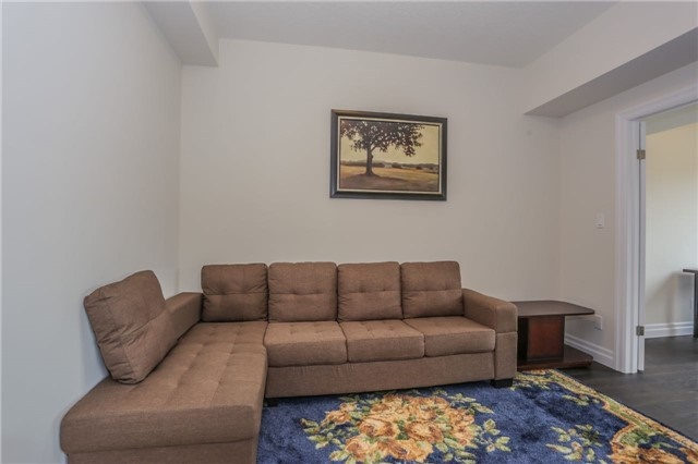 Detached at 725 Spitfire St, Woodstock, Ontario. Image 6