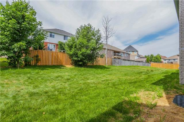 Detached at 725 Spitfire St, Woodstock, Ontario. Image 10