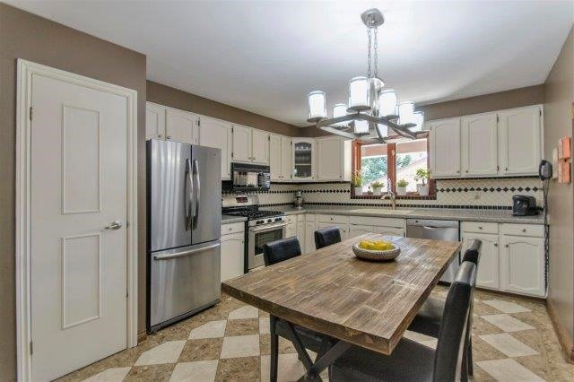 Detached at 407 Citation Dr, London, Ontario. Image 19