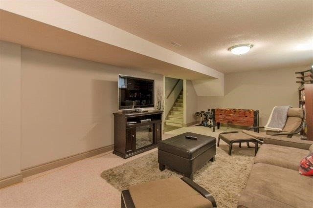 Detached at 407 Citation Dr, London, Ontario. Image 5