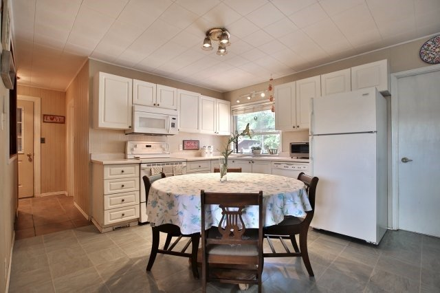 Detached at 7821 Decker Hollow Rd, Port Hope, Ontario. Image 18