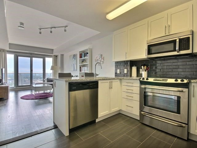 Condo Apartment at 195 Besserrer St, Unit 2604, Ottawa, Ontario. Image 12