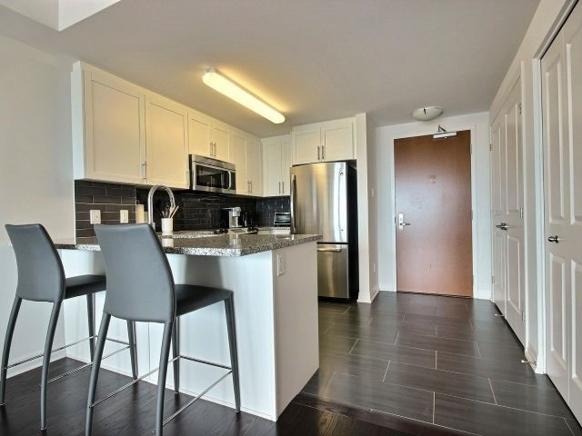 Condo Apartment at 195 Besserrer St, Unit 2604, Ottawa, Ontario. Image 15