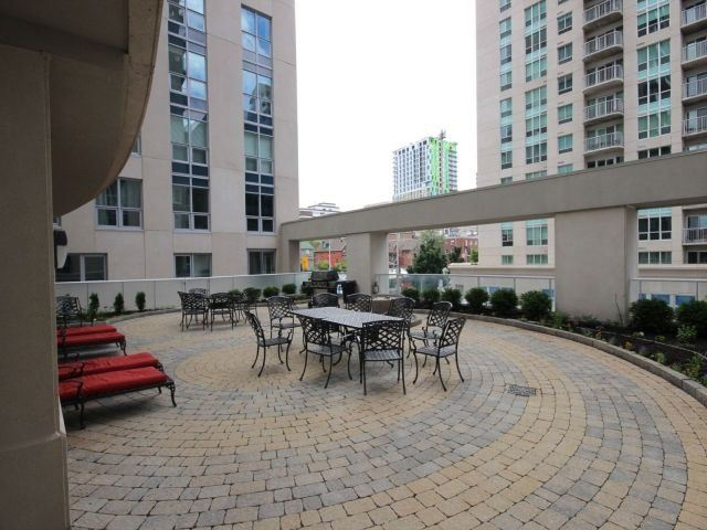 Condo Apartment at 195 Besserrer St, Unit 2604, Ottawa, Ontario. Image 13