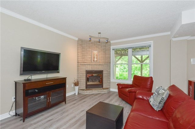 Detached at 778 Munich Circ, Waterloo, Ontario. Image 3
