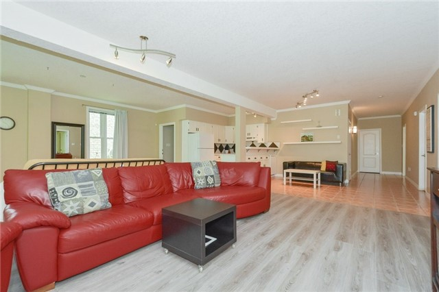 Detached at 778 Munich Circ, Waterloo, Ontario. Image 4