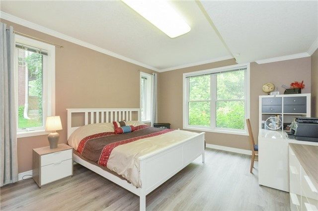 Detached at 778 Munich Circ, Waterloo, Ontario. Image 6
