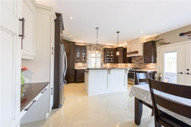 Detached at 27 Donland Ave, Grimsby, Ontario. Image 13