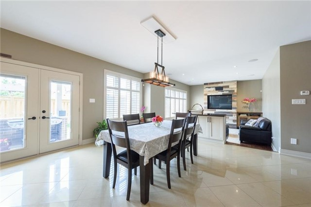 Detached at 27 Donland Ave, Grimsby, Ontario. Image 15