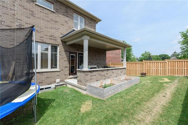 Detached at 27 Donland Ave, Grimsby, Ontario. Image 10