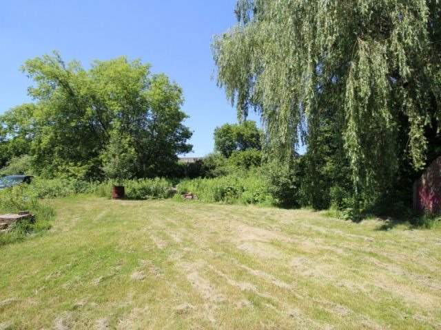 Detached at 1938 Gore Rd, London, Ontario. Image 4