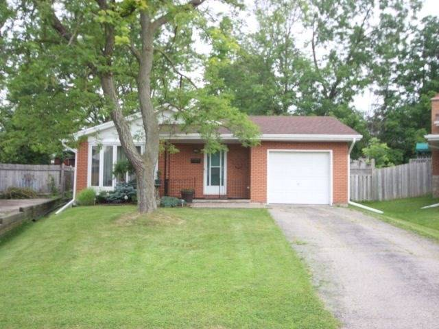 Detached at 48 Arrowhead Pl, Kitchener, Ontario. Image 1