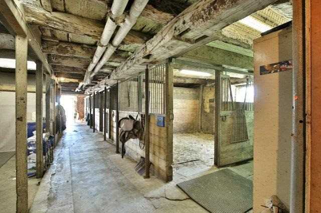 Farm at 1374 5th Concession Rd W, Hamilton, Ontario. Image 19